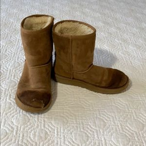 Ugg short boots size 4
